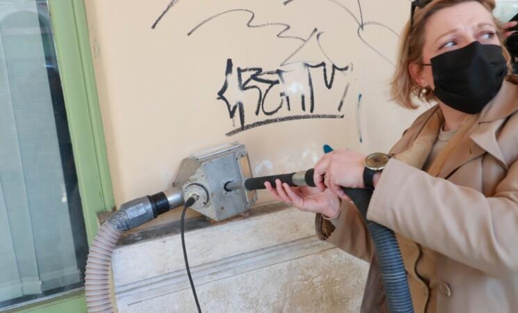 Ana Blečić Jelenović uklanjala grafite s fasade Palazzo Modello!