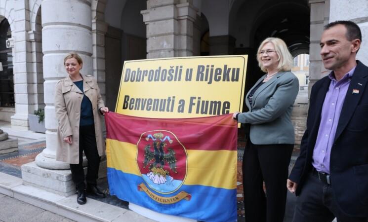 Blečić Jelenović, Marchig i Švorinić otkrili tablu 'Dobrodošli u Rijeku - Benvenuti a Fiume'!